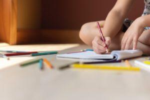 dziecko pisze w Wilanowie